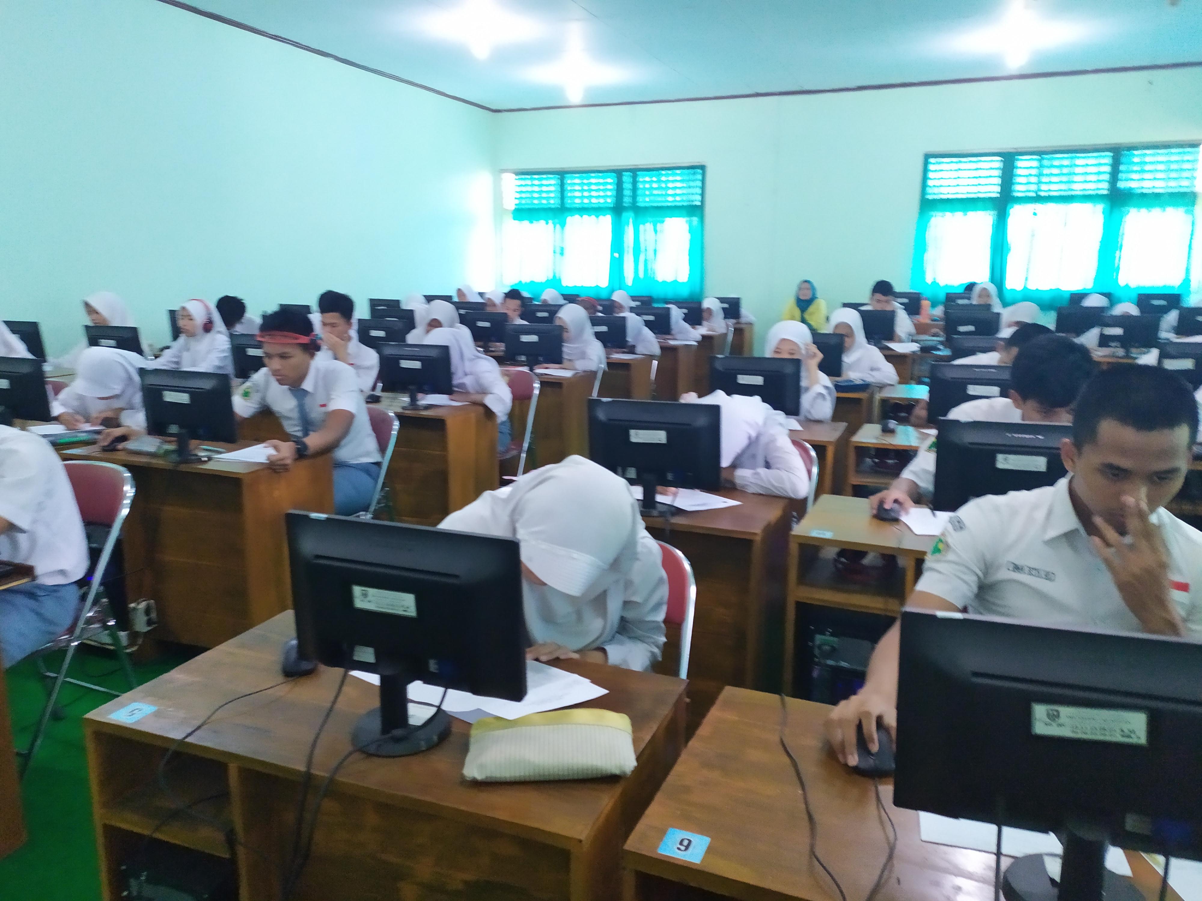 UJIAN SEKOLAH SMA NEGERI 1 MUNTILAN TAHUN PELAJARAN 2020/2021